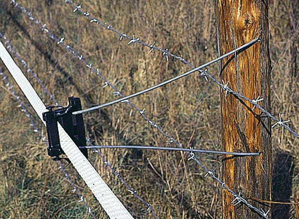Recinzione distanziatrice filo spinato lacme for Recinzione elettrica per cavalli